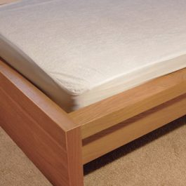 Anti allergenic waterproof mattress protectors